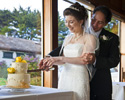 <strong>Small Weddings &mdash; Cake Cutting</strong><br /> The images of traditional rituals benefit from the intimate settings